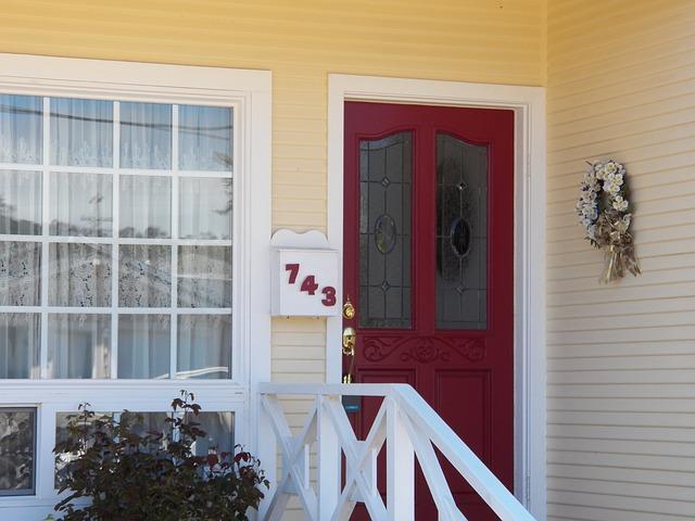 červené dveře
