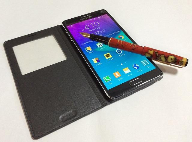 telefon Samsung s pouzdrem
