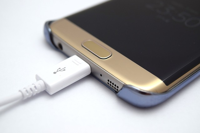 telefon v silikonovém pouzdře